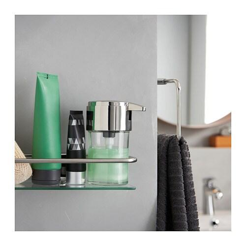 KALKGRUND 칼크그룬드 샤워선반 IKEA 강화유리는 열과 충격에 강하고 하중 또한 높습니다. 고정장치가 숨겨져 있어서 나사가 드러나지 않습니다. 크롬 마감처리를 하여 내구성이 뛰어나고 부식에 강합니다.