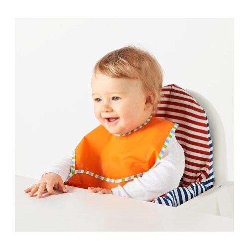 KLADD RANDIG 클라드 란디그 턱받이 IKEA 밥을 먹일 때도 편리하지만 아이가 놀거나 그림 그리기, 만들기, 요리 등을 할 때에도 실용적이에요.