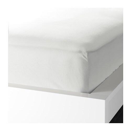 KNOPPA 크노파 매트리스커버 IKEA 폴리에스테르/면 혼방 제품은 쉽게 줄어들지 않고 주름도 잘 생기지 않기 때문에 관리가 편합니다. 매트리스 커버 모서리에 고무 밴드가 달려있어 최대 25cm 두께의 매트리스에 사용할 수 있습니다.