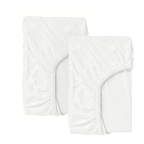 LEN 렌 유아용매트리스커버 IKEA 침대 정리가 골칫거리인가요? 매트리스커버를 한 번 사용해보세요. 간편하게 매트리스에 씌워 사용할 수 있으며 가장자리에 고무 밴드가 달려 있어 아이가 뒤척여도 매트리스커버가 밀리지 않습니다.