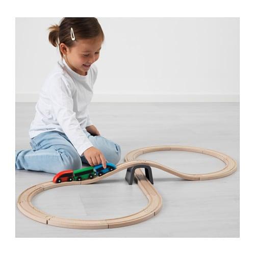 LILLABO 릴라보 기차놀이기본세트 IKEA 기차를 타고 원하는 세계 어디로든 떠나 보세요. 이 터널 끝에는 어쩌면 새로운 세상이 펼쳐져 있을 수도 있답니다. 시중에서 판매되는 기차레일 대부분의 제품과 함께 사용할 수 있습니다.