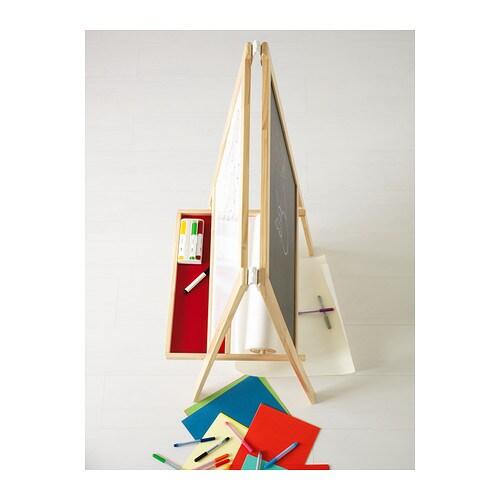 MÅLA 몰라 이젤 IKEA 다양하게 활용해보세요. 이젤의 양면은 각각 화이트보드와 칠판으로 구성되어 있습니다. 접어서 보관할 수 있습니다.