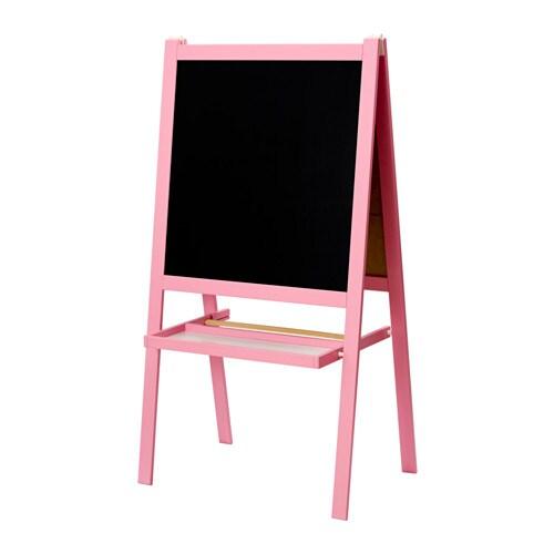 MÅLA 몰라 이젤 IKEA 접어서 보관하면 공간을 거의 차지하지 않습니다. 다양하게 활용해보세요. 이젤의 양면은 각각 화이트보드와 칠판으로 구성되어 있습니다.