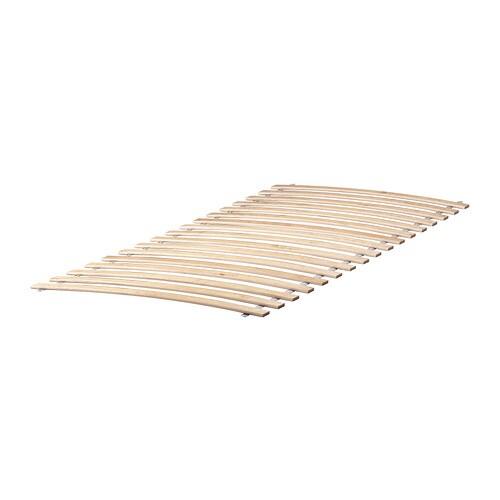 MALM 말름 높은침대프레임+수납상자2 IKEA 침대 아래에 커다란 서랍 2개가 있어 충분한 수납 공간이 깔끔하게 숨겨져 있습니다. 이불, 베개, 침구 보관에 적합합니다. 수납상자는 바닥에 달린 바퀴 덕분에 쉽게 당겨서 꺼낼 수 있습니다.