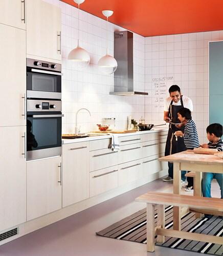 NORDEN 노르덴 확장형테이블 IKEA 4-6인용 식탁으로 보조상판을 이용해서 원하는 크기로 조절할 수 있습니다. 잠금기능이 있어서 테이블과 보조상판 사이에 빈틈이 생기지 않고 안정적입니다. 보조상판을 테이블 밑에 보관해두고 언제든지 꺼내 쓸 수 있습니다.