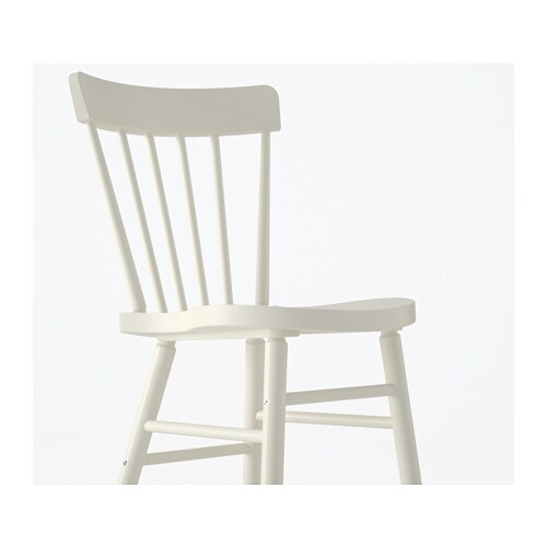 NORRARYD 노라뤼드 의자 IKEA 크기가 넉넉해서 편안하게 앉을 수 있습니다. 등받이와 시트가 몸에 맞게 디자인되어 있어서 편안하게 앉을 수 있습니다. 투명 래커를 칠해서 쉽게 잘 닦입니다. 의자 프레임은 원목소재를 사용하여 내구성이 뛰어납니다.