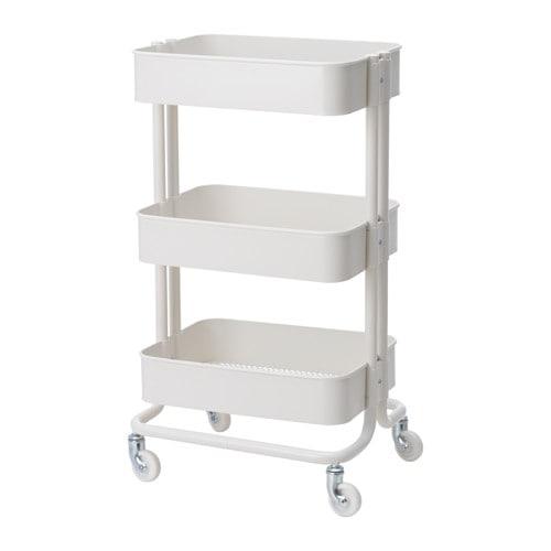 RÅSKOG 로스코그 카트 IKEA 구조가 안정적이고 바퀴 4개가 있어서 편하게 움직일 수 있고 자유롭게 사용할 수 있습니다. 크기가 작아서 좁은 공간에 딱 맞게 넣을 수 있습니다. 중간선반의 높이를 조절할 수 있어서 원하는 물건을 편하게 수납할 수 있어요.