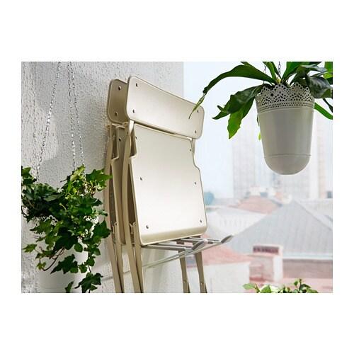 SALTHOLMEN 살톨멘 야외의자 IKEA 조립이 완료된 의자로, 바로 사용할 수 있습니다. 편하게 접어둘 수 있어서 발코니나 좁은 공간에서 사용하면 더욱 좋습니다. 파우더코팅스틸 소재로 제작되어 내구성이 좋고 관리가 편한 의자입니다.