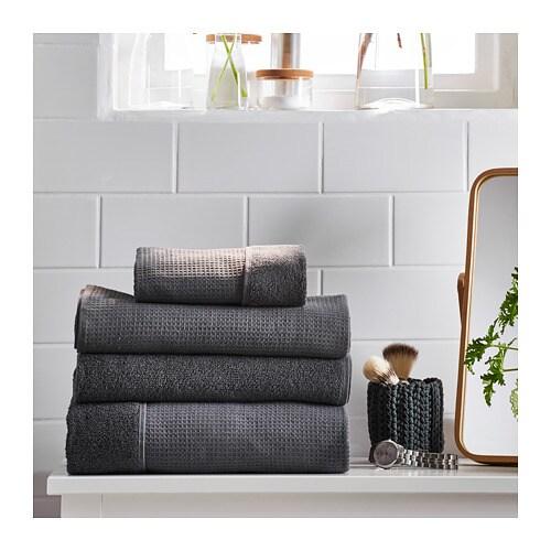 SALVIKEN 살비켄 수건S IKEA 부드러운 테리 소재와 근사한 와플 구조로 양면을 디자인해 서로 다른 질감을 더한 타월입니다. 중간 두께의 테리 타월로 부드럽고 흡수력이 매우 좋습니다 (중량 500 g/m²). 흡수력 좋고 부드러운 면 소재의 수건.