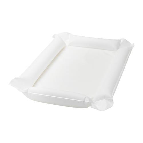 SKÖTSAM 솃삼 기저귀교환매트 IKEA 기저귀를 가는 일이 너무 어렵게 느껴지나요? 부드러운 기저귀교환매트가 있으면 부모도 신생아도 몸과 마음이 편안합니다. 집에서는 기저귀교환대에 깔아두고 사용하면 되고 여행 시에도 간편하게 가져갈 수 있습니다.