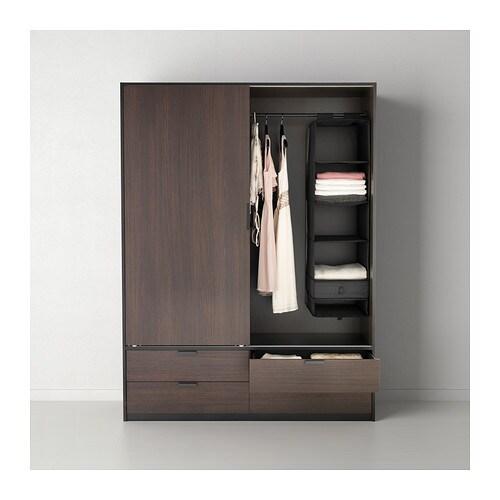 SKUBB 스쿠브 6단수납함 IKEA 벨크로 접착 방식으로 쉽게 걸 수 있고 편하게 옮길 수 있습니다. 아래쪽을 고정시키면 훨씬 더 쉽게 내용물을 꺼낼 수 있습니다. 납작하게 접어서 보관할 수 있습니다.
