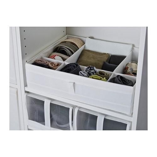SKUBB 스쿠브 칸막이정리함 IKEA 옷장이나 서랍장에 양말과 벨트, 액세서리 등을 넣어둘 때 사용하세요. 가로면과 세로면 모두에 손잡이가 있어서 쉽게 꺼낼 수 있습니다.