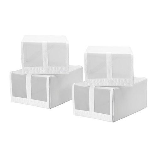 SKUBB 스쿠브 신발함 IKEA 메시 소재를 사용하여 어떤 신발이 들어있는지 쉽게 확인할 수 있습니다. 벨크로 접착방식으로 쉽게 열고 닫을 수 있습니다. 폭 100cm 옷장 프레임 안에 박스 4개를 모두 나란히 넣을 수 있습니다.