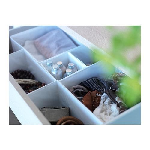 SKUBB 스쿠브 수납함6종 IKEA 옷장이나 서랍장에 양말과 벨트, 액세서리 등을 넣어둘 때 사용하세요. 박스가 필요없어지고 공간을 절약하고 싶으면, 박스 밑면 지퍼를 열어 납작하게 접어 보관할 수 있습니다.