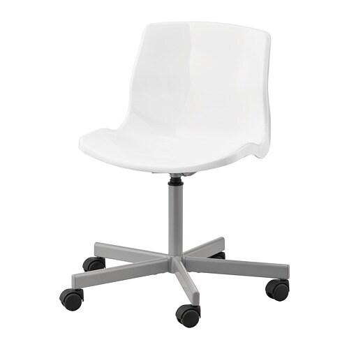 SNILLE 스닐레 회전의자 IKEA 의자의 높이를 조절하여 편안하게 앉을 수 있습니다. 안전바퀴가 압력 감지 잠금 메커니즘을 갖추고 있어 일어나면 안전하게 고정되고, 앉으면 자동으로 잠금이 해체됩니다.