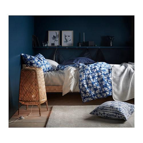 STOENSE 스토엔세 단모러그 IKEA 촘촘하고 도톰한 러그로 방음효과가 뛰어나며 부드럽고 푹신합니다. 합성 섬유로 제작된 러그로 튼튼하고 때가 타지 않으며 관리가 쉽습니다. 러그 여러 개를 이어놓아도 절단면의 이음새가 드러나지 않습니다.