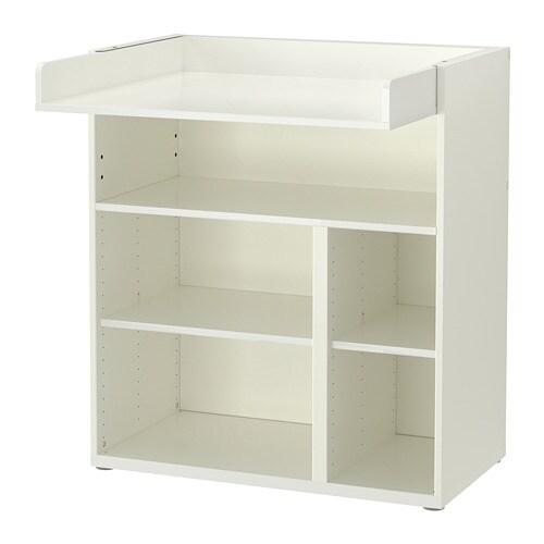 STUVA 스투바 기저귀교환대/책상 IKEA 아이가 자라면 기저귀교환대를 책상이나 놀이공간으로 사용할 수 있습니다. 상판을 내리면 책상이 됩니다. 손이 잘 닿는 곳에 수납공간이 있어서 언제나 한 손으로는 아기를 붙잡고 있을 수 있어요.