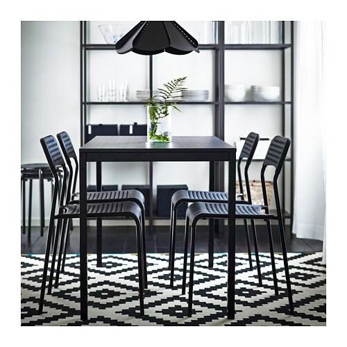 TÄRENDÖ 테렌되 테이블 IKEA 테이블 상판은 멜라민 코팅처리가 되어 있어 열이나 흠집에 강하며, 청소도 용이합니다.