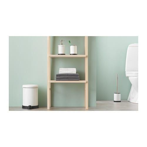TOFTAN 토프탄 휴지통 IKEA 완충기능을 갖추어 뚜껑이 부드럽고 조용하게 닫히므로 쓰레기를 버릴 때 요란한 소리가 나지 않습니다. 뒤쪽에 손잡이가 있어서 쉽게 들고 옮길 수 있습니다. 안쪽의 통이 분리되어 쉽게 비우고 세척할 수 있습니다.