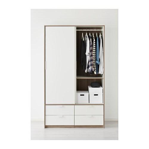 TRYSIL 트뤼실 미닫이옷장+서랍4 IKEA 집은 가족을 보호하는 안전한 장소여야 합니다. 그래서 본 옷장 제품에는 벽 고정장치가 동봉되어 있습니다. 미닫이도어는 열었을 때 공간을 차지하지 않기 때문에 가구를 더 많이 놓을 수 있습니다.