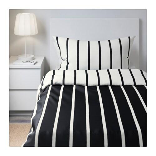 TUVBRÄCKA 투브브레카 이불커버+베개커버 IKEA 디자이너가 직접 패턴을 그려서 자세히 보면 스트라이프가 완전한 직선이 아닙니다. 커버 양면의 색상이 달라서 쉽게 침실 분위기를 바꿀 수 있습니다. 똑딱이 단추가 있어서 이불이 밀리지 않습니다.
