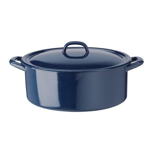 VARDAGEN 바르다겐 냄비+뚜껑 IKEA 가스레인지와 오븐에 모두 사용할 수 있는 냄비+뚜껑 제품으로 바로 식탁에 올려 서빙해도 근사합니다. 냄비째 냉장고에 넣어 보관할 수 있으므로 남은 음식을 간편하게 정리할 수 있습니다.