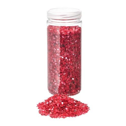 VINTER 2018 빈테르 2018 데코글래스 IKEA 그릇이나 꽃병에 담아두면 빛을 받을 때마다 예쁘게 반짝입니다. 양초접시에 올려놓으면 아름다운 분위기를 연출할 수 있습니다. 병뚜껑을 닫아서 보관하세요.