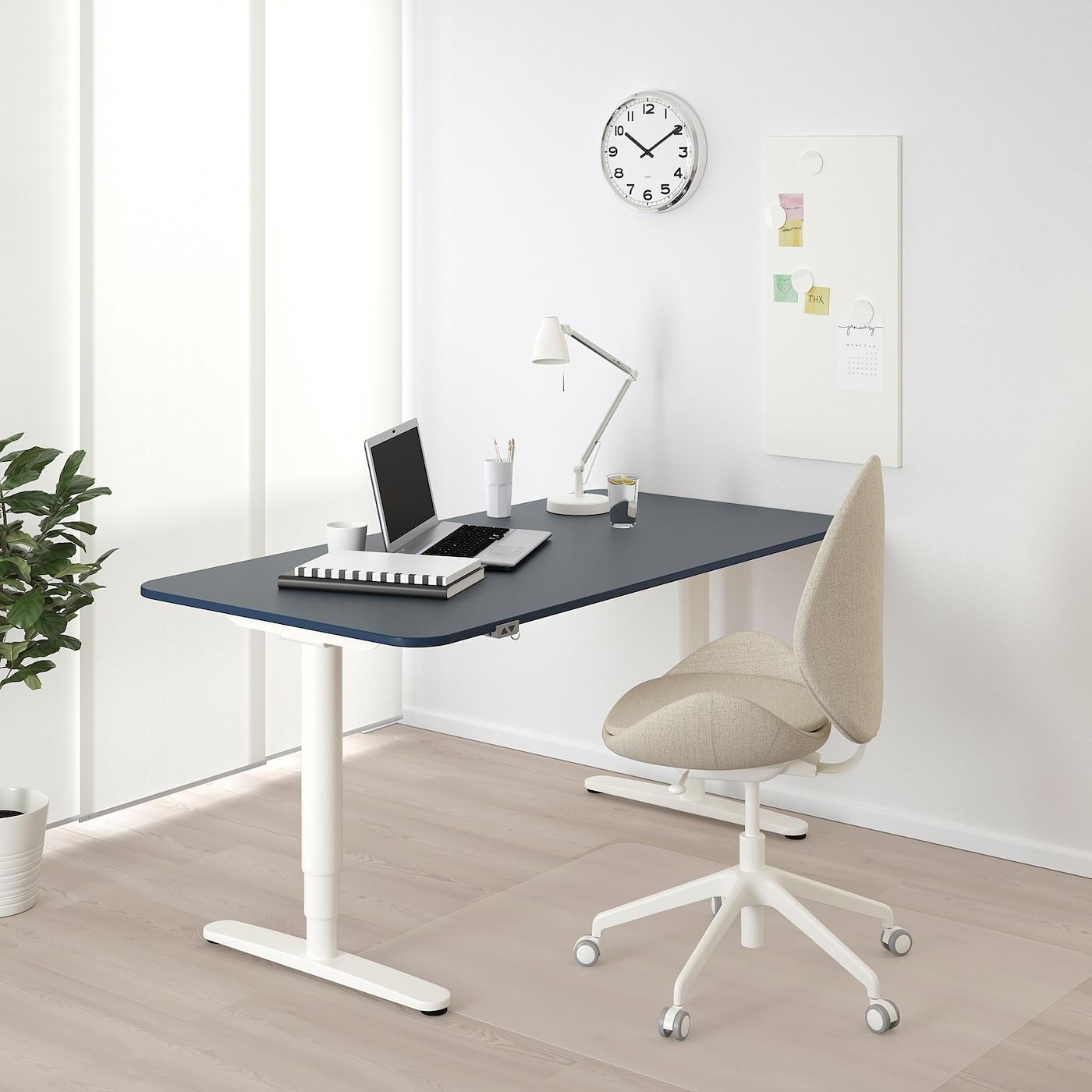 BEKANT مكتب متغيّر الارتفاع, مشمع أزرق/أبيض, 160x80 سم