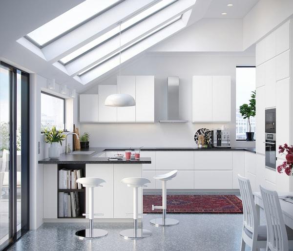 METOD خزانة حائط أفقية مع بابين زجاجية, أبيض/Voxtorp أبيض مطفي, 60x80 سم