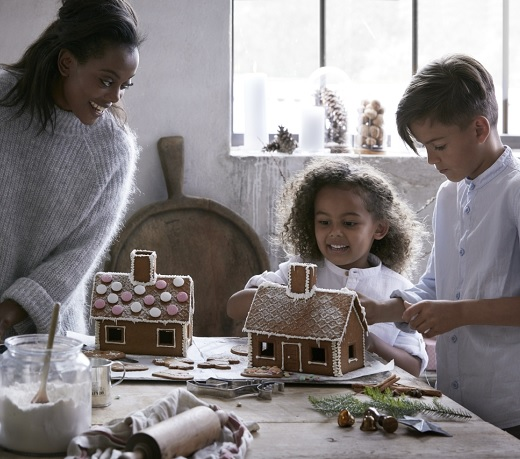Fun activity with your little ones this season, build IKEA gingerbreadhouse together and be as creative as you want with icing decoration!