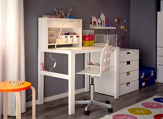 Children's desk & chairs 8-12