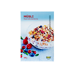 MÜSLI muesli with berries