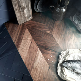 A worktop in walnut veneer with herringbone pattern.