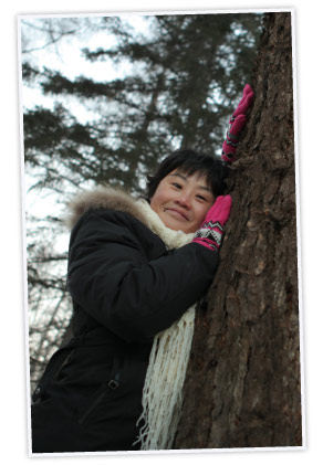 Tai Wen, an IKEA foresty specialist leaning against a tree