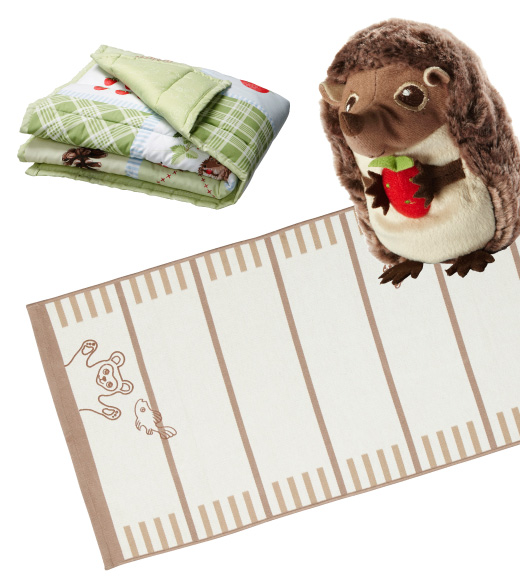 VANDRING RUTA soft cotton quilt, hedgehog soft toy and VANDRING flatwoven rug, reversable.