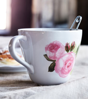 LYDA jumbo cup, white with pink summer rose.