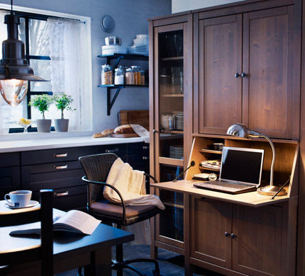 A desk with closed storage, a swivel chair and some good planning make a functional kitchen office possible.