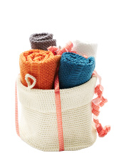 LIDAN basket with towels.