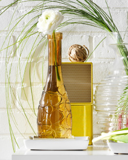 LOVLIG yellow-brown glass vase with a flower