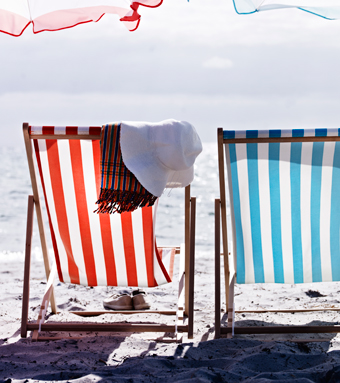 MYSINGSÖ beach chairs in orange and turquoise