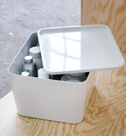 Close-up of PLUGGIS box with lid as bottle storage