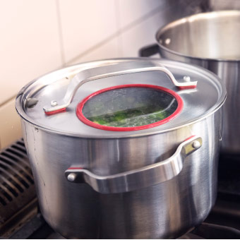 Close-up of SENSUELL pot with lid in stainless steel