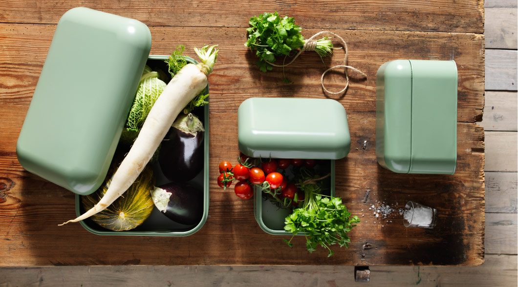 Vegetables stored in SNIKA green boxes with lids