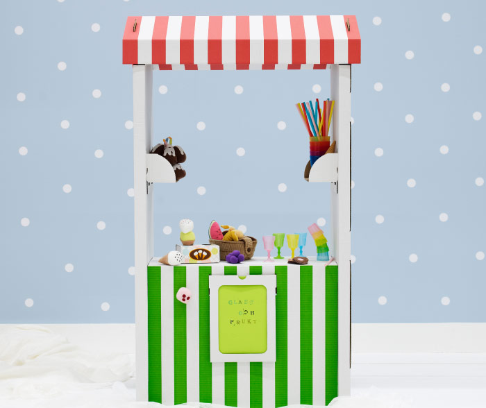 SKYLTA children's market stand in white, red and green