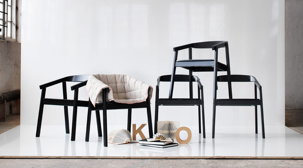 Display of ESBJÖRN chairs in black