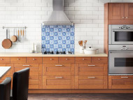LIXTORP brown kitchen with VARNHEM handles and PRÄGEL white stone effect countertop