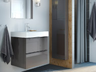 Mirror, grey high-gloss wash-stand and grey hand towels