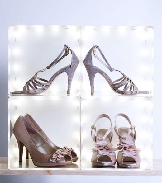 Ladies shoes displayed in SYNAS LED lighting box