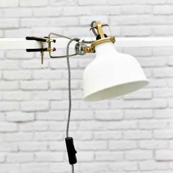 Close-up of RANARP clamp spotlight in off-white
