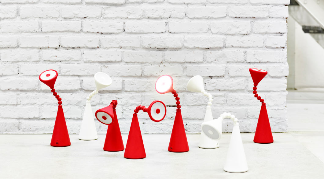 Display of FRYEBO LED table lamps in red and white